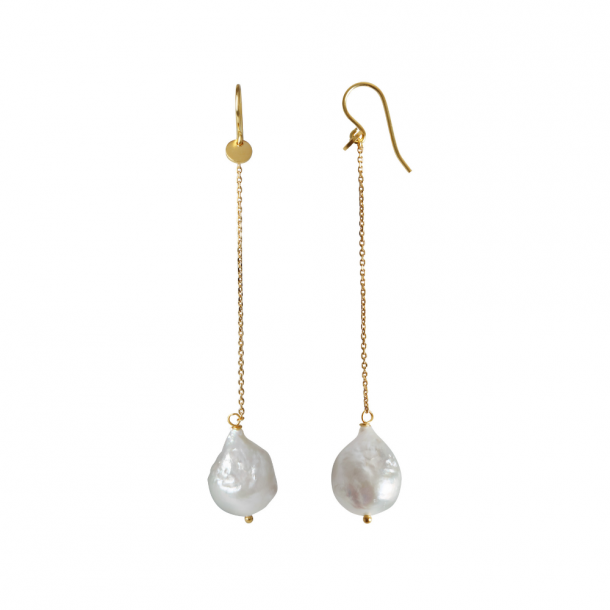 Stine A Dangling White Pearl With Long Chain Earring